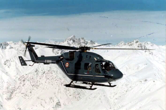 IAF_ALH(ADVANCED_LIGHT_HELICOPTER)_'Dhruv'_on_patrol_SIACHEN-GLACIER_Greater_Himalayas