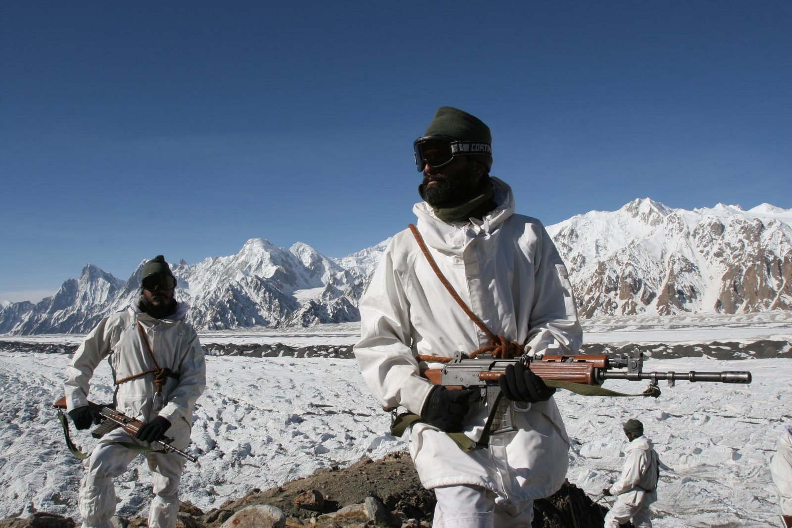 INDIAN_ARMY_TROOPS_(HAW)_HIGH_ALTITUDE_WARFARE-SIACHEN_GLACIER