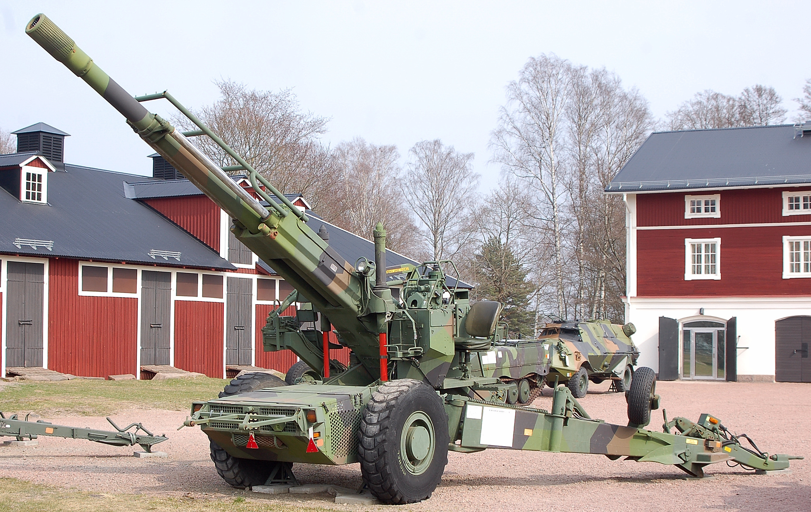 This is the latest BAE System's M777A2 Ultra Light Towed-Howitzer; equivalent of the Bofors FH77B. The M777A2 is manufactured by BAE in the United States now. It is an ULTRA-LIGHT towed howitzer of the same caliber; that can be airdropped for Airborne missions. India wants to buy 200 of these ultra-light howitzers from the United States immediately, for the Army Mountain-Divisions