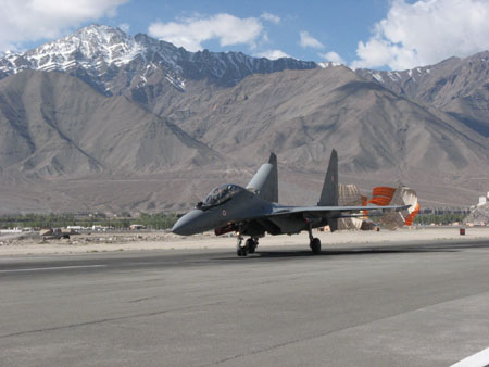 IAF_SU-30_at_Leh_Ladhak_Tibet_Border
