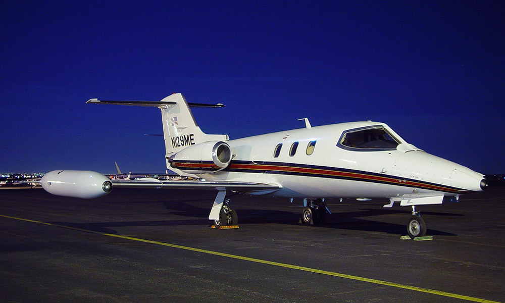 Small twin-engined 'Cessna'  &&  Small 'Bombardier' LearJet 25